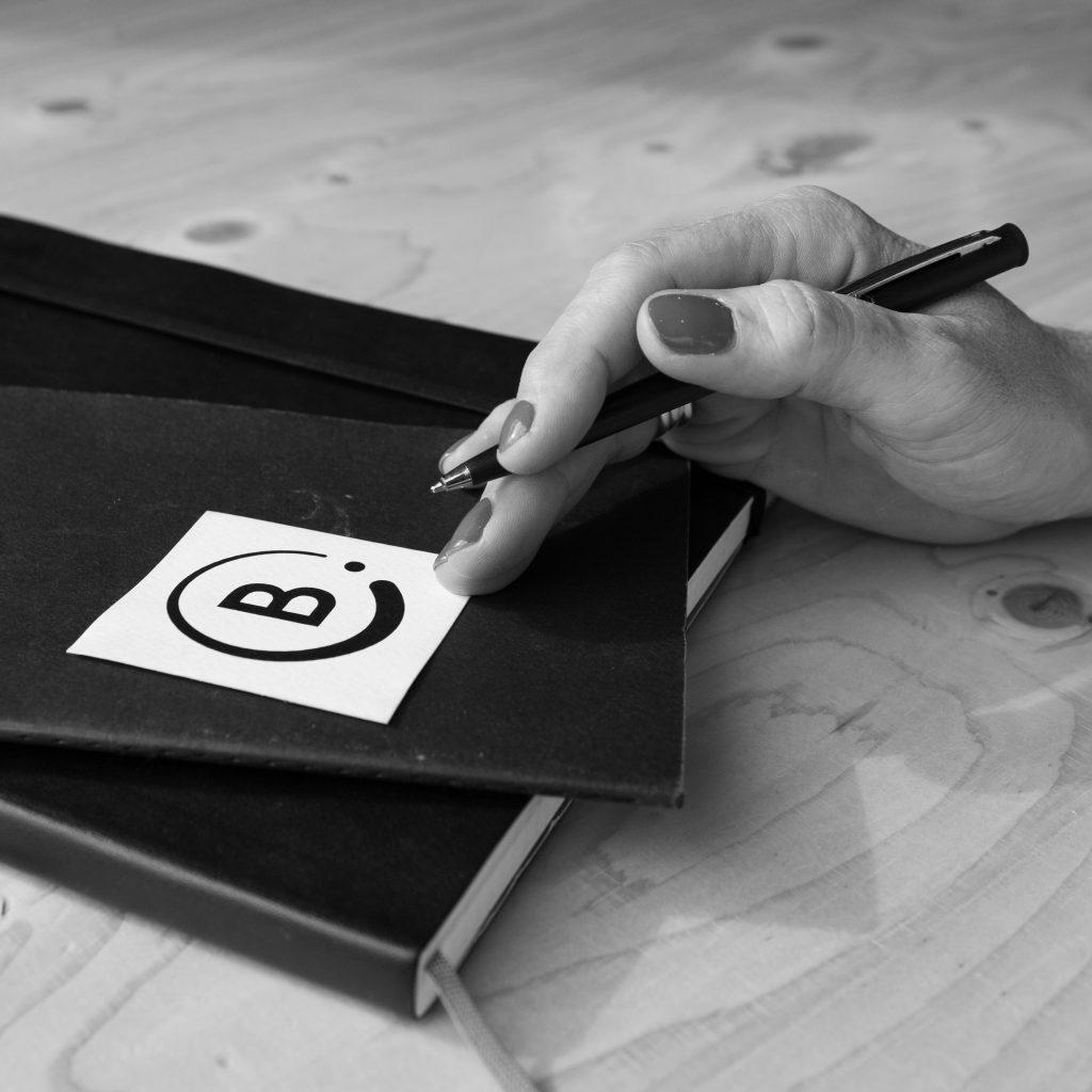 B. schrijversbureau mail ons voor vragen, informatie een vrijblijvende offerte of voor een SEO-tekst.